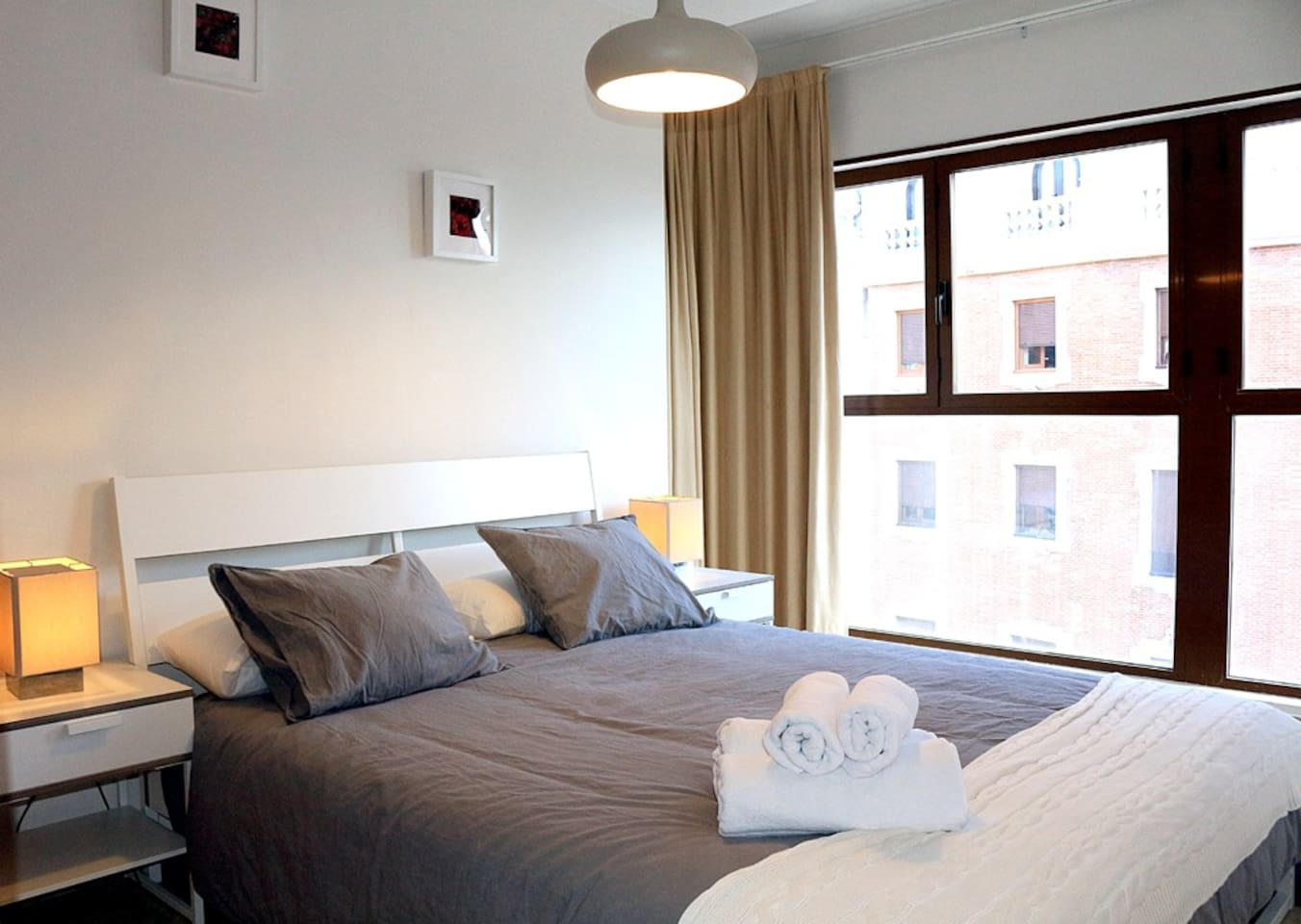 Fantastic apartment in the four floor, and beautiful sight to Valencia. Main Room
