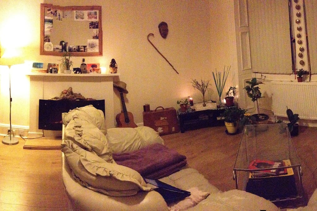 Lovely Double Bed Bedroom Near City Centre Apartments For Rent In Edinburgh United Kingdom