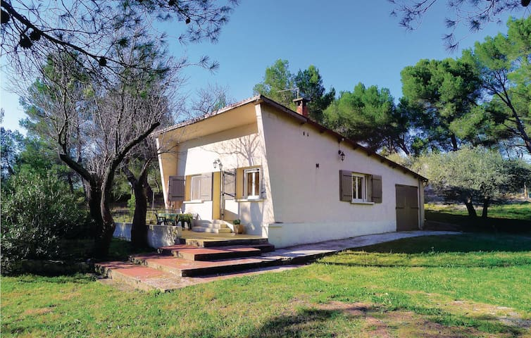 Holiday cottage with 2 bedrooms on 60 m² in Tarascon