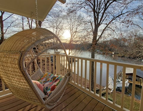 Comfortable Waterfront Cottage, freshly renovated
