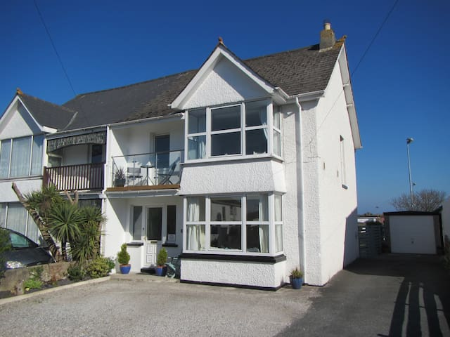 South just 5 minutes from three stunning beaches - Newquay - Hus