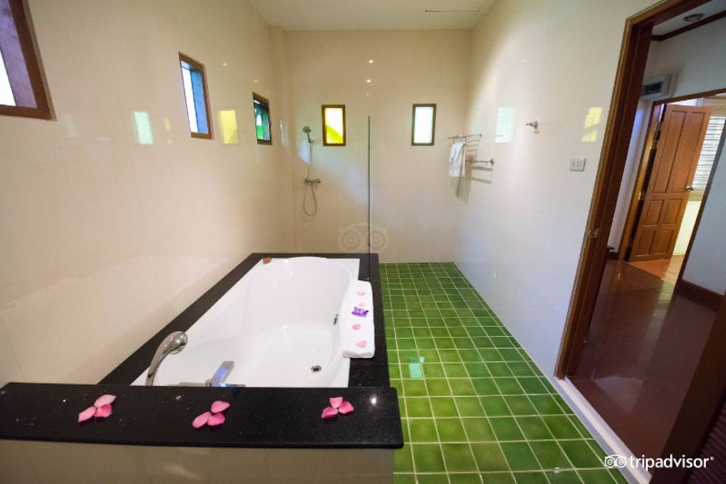 bath room with separate shower