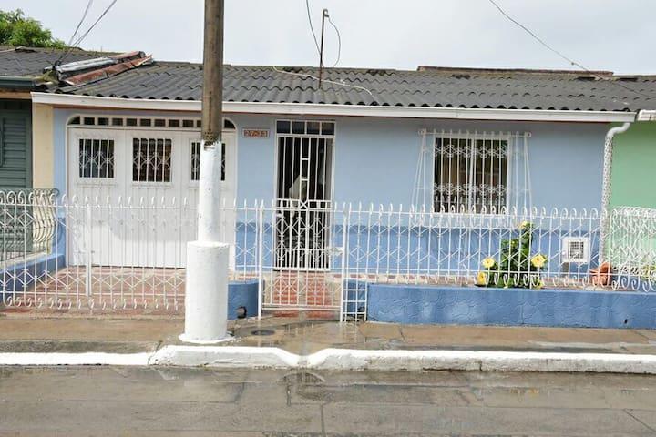Inviting home/Casa familiar en Paloblanco, Buga - Guadalajara de Buga - Дом