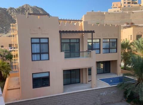 Villa 3BR con piscina privata-Mina Al Fajer