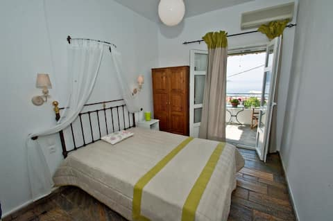Dia Holiday Apartment with a Seaview in Skopelos