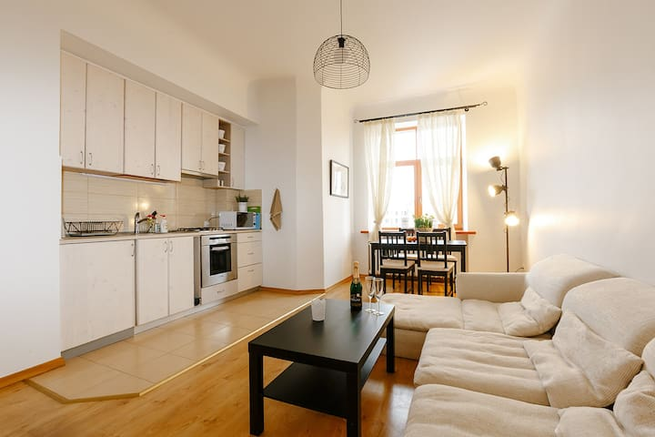 Sunny 2 bedroom apartment with Sauna, city center