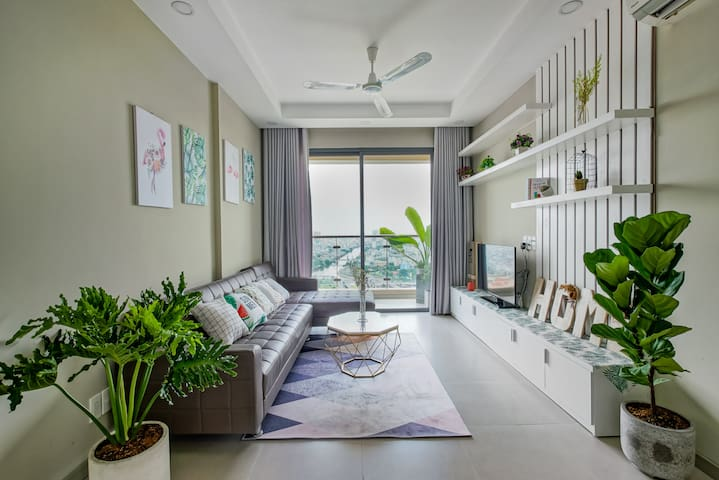 High floor CONDO - CHARMING VIEW – 5mins to Dist.1