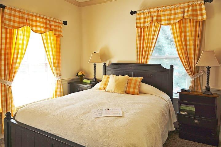Traditional Queen Bed Room