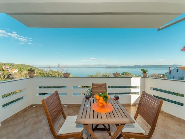 """Holiday house """"Mareta"""" with sea view-Dugi Otok"""