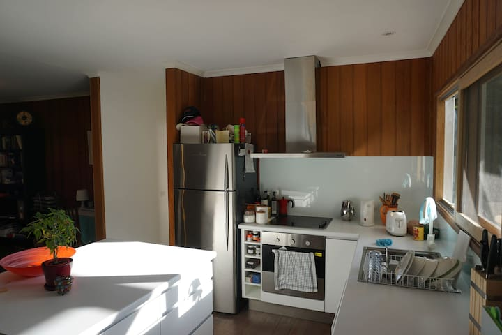 Family and dog friendly beach house - Somers - Casa