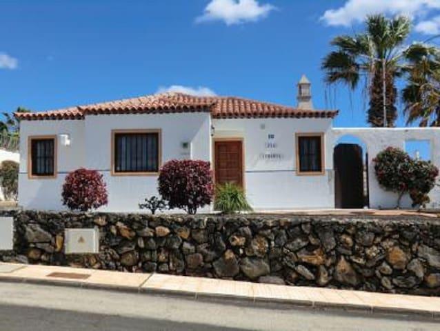 214 La Quinta, 3 bed villa - private heated pool