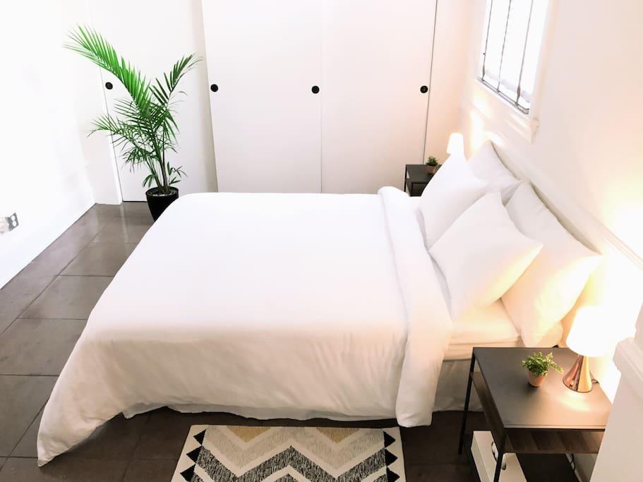 Spacious minimalist home in los angeles lofts zur miete for Minimalist werden
