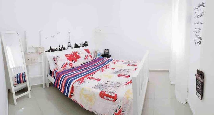 Cheap & Valuable | 2mins Walk to LRT | ROOM#A