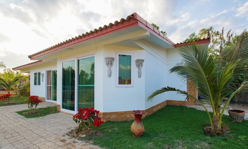 NEW: Guesthouse with private pool - near the beach