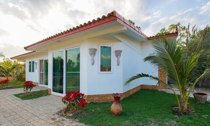 NEW: Guesthouse with private pool - beach nearby