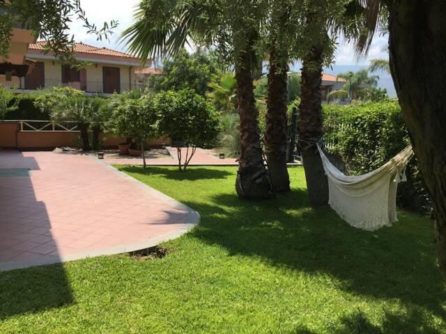 Villa mare e verde (open space) - Riposto - House