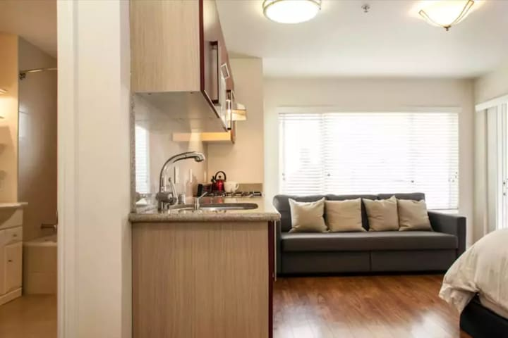 Modern Cozy Apt For City People Central&HOT!!!