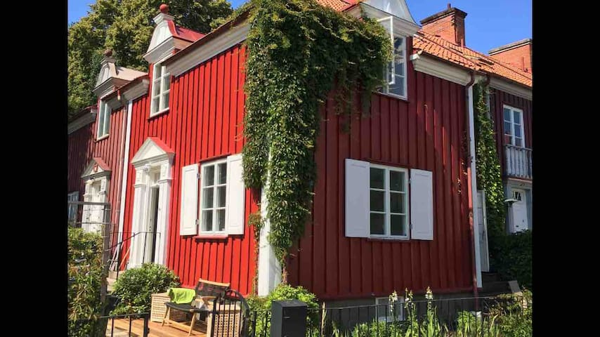 Adorable home by Slottsskogen (No party groups)