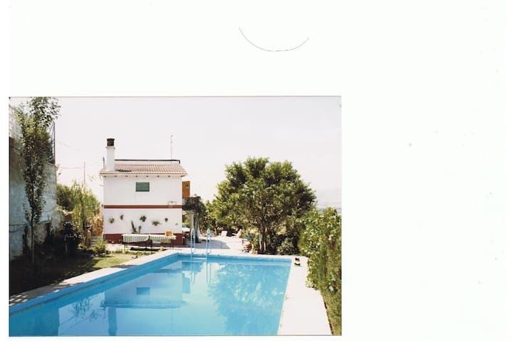 Casa independiente con piscina particular