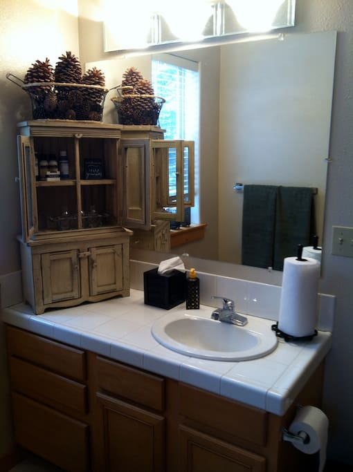 Ensuite bath with plush towels and amenities.