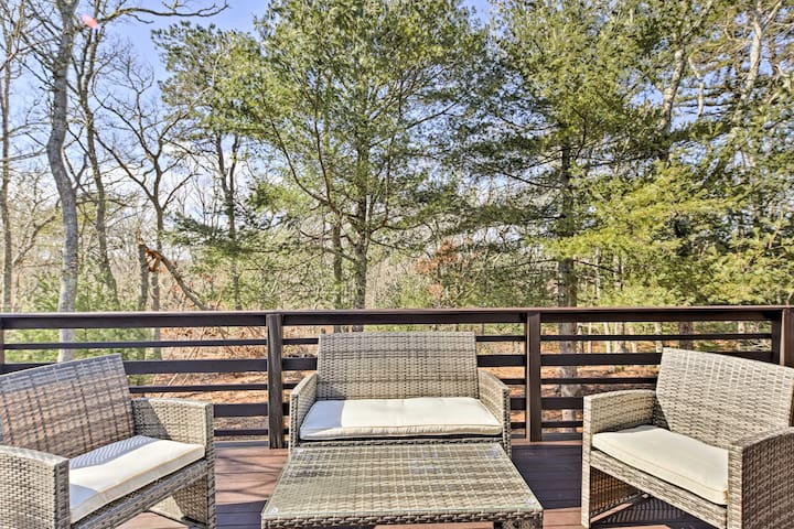 NEW! 1BR Cape Cod Apt w/Deck- 2 Miles to the Beach