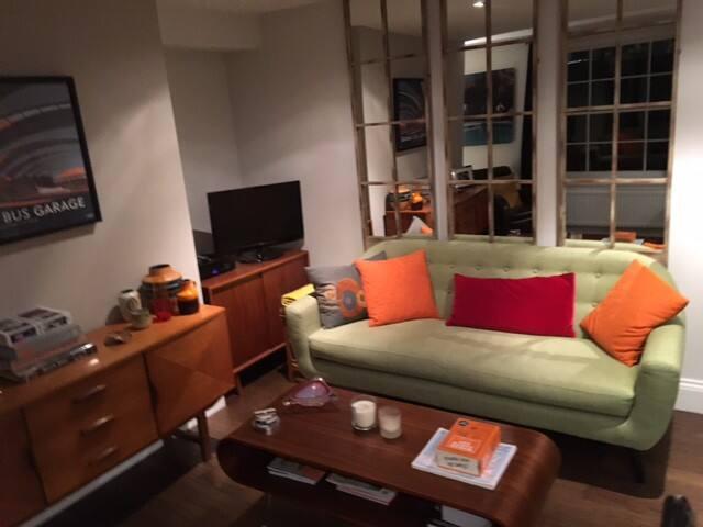 Stylish Mid Century Modern one bed Vauxhall flat - Londyn - Apartament