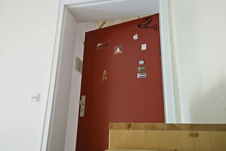 A private room in my tidy top floor apartment, quiet location in Eimsbüttel.  The city, the Reeperbahn, Schanze and Altona are all within easy reach by public transport.