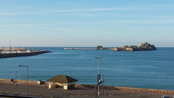 St Helier  Waterfront -  room & continental b'fast