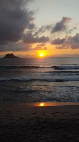 Suíte independente - praia, shopping e descanso
