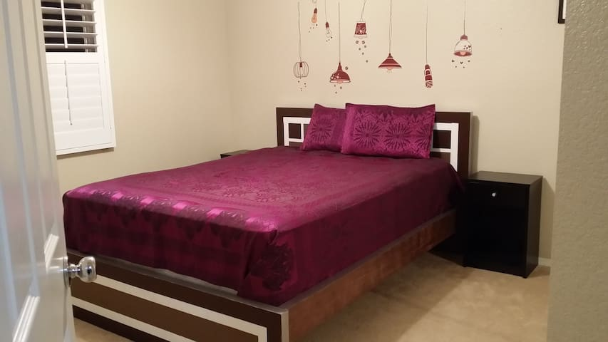 Queenbed 10 min from Six Flag - Santa Clarita - Dom