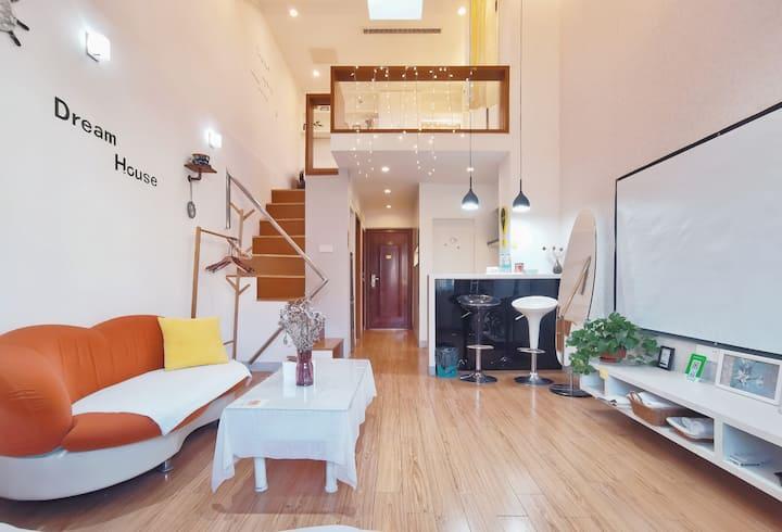 【舒之屋】古运河畔零距离东关街,瘦西湖,个园loft投影公寓