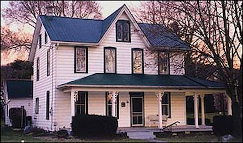 Sheep Hill B&B-Lady Victorian Room - East Earl - Bed & Breakfast