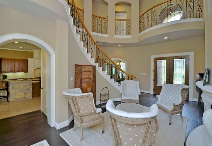 HIDDEN TREASURE W/LUXURY POOL & GYM - The Woodlands - Casa