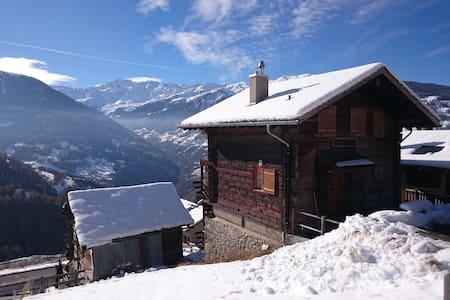 Magnifique Mazot Valaisan - Chalet de Vacances - Mase