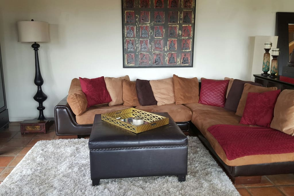Super comfy couch with space for 5. l