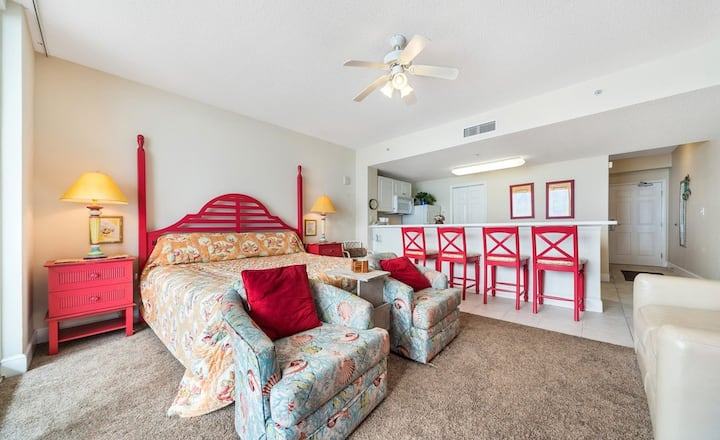 New! Perfect weekend getaway starts @ this beach front studio! Gulf side pools!