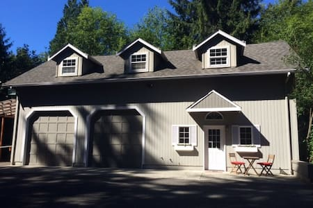 Redmond Sanctuary -large cozy place away from home - Redmond
