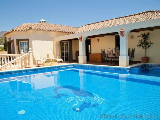 Estepona West Popular Villa MEGS