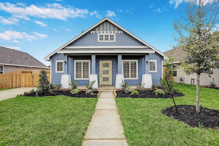 [Brand New]Sweet and Spacious Bungalow Home!