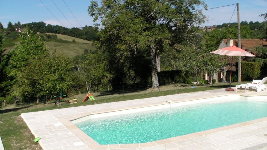 Périgord near Sarlat, quiet stone house and pool - Сент-Сайпрен - Дом