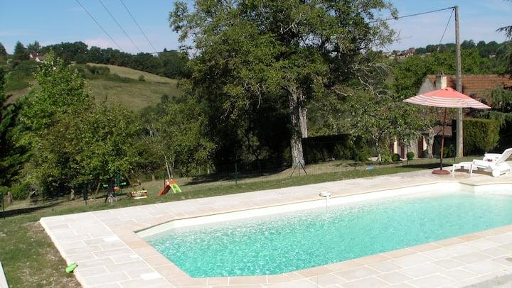 Périgord near Sarlat, quiet stone house and pool