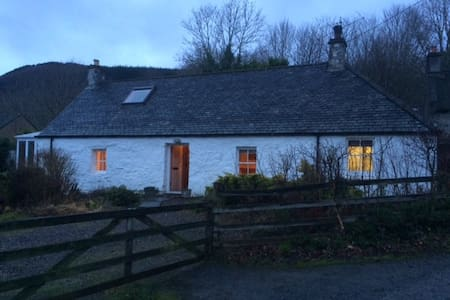 Charming cosy cottage by Aberfeldy and Kenmore - Camserney