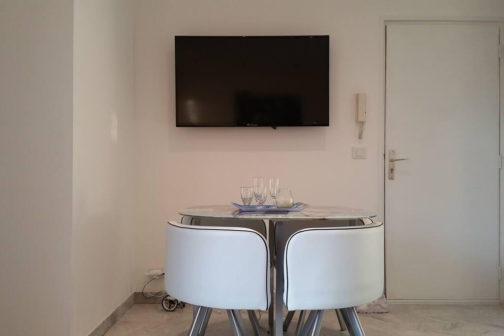 SAM / Salon écran LCD 50'