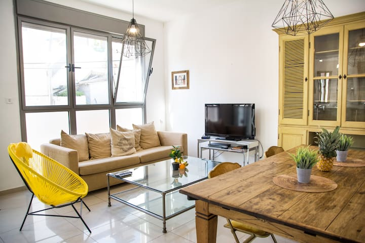 Spacious Duplex In The Kerem! 3 Min From The Beach