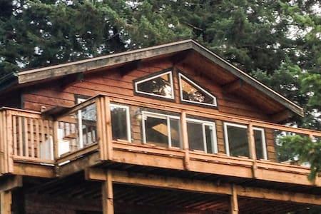 Cozy Lakefront Cabin