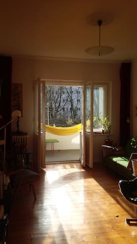 cosy space with hammock on the balcony - Berlin - Daire