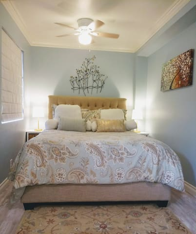 Elegant high quality Queen bed & linens