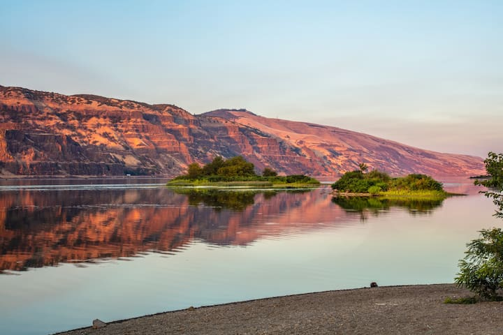 Image by Paloma Ayala, used with permission: Looking across the Columbia River to the WA side, from Rowena, OR, which is 20 min from Hood River.