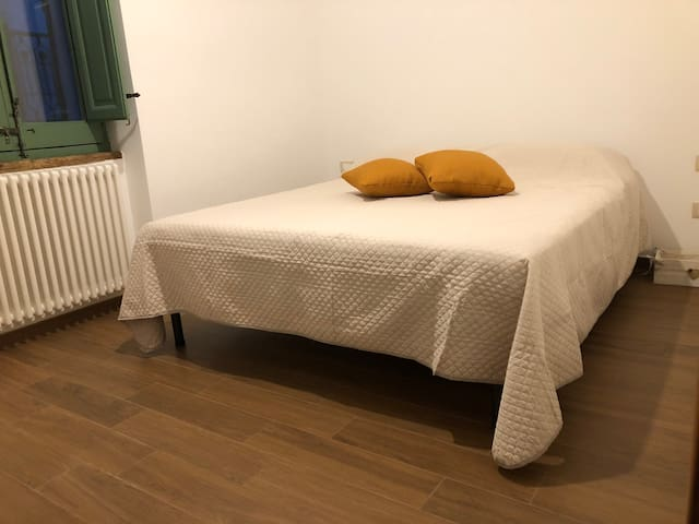 Seconda camera da letto matrimoniale.