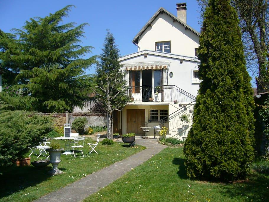 maison coté jardin : 2400 m2
